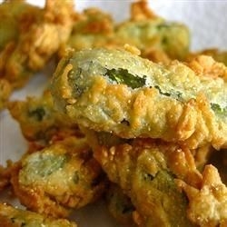 Deep Fried Dill Pickles Recipe and Video - Delicious dill pickles that are battered then fried. This recipe also works well with other pickled vegetables, like pickled peppers.
