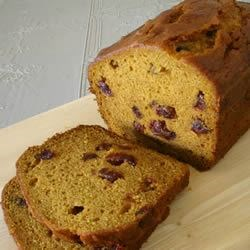 Delicious Pumpkin Bread Recipe - This version of sweet pumpkin bread is enhanced with raisins or nuts.