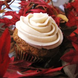 Maple Icing Recipe - A delicious, easy-to-make maple frosting, great on white cakes.