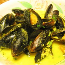 Mussels in Curry Cream Sauce Recipe - Mussels steamed in a curry cream sauce, an easy and delicious recipe, you'll love it!