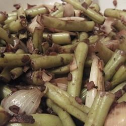 Balsamic Green Bean Salad Recipe - Green beans in a bright, tangy dressing that combines balsamic vinegar, olive oil, shallots, and garlic. Served cold.