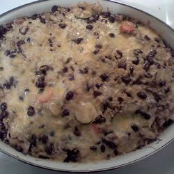 Brown Rice and Black Bean Casserole Recipe - A yummy casserole with rice, beans, chicken, cheese and veggies. It's easy to prepare and the whole family will love it!