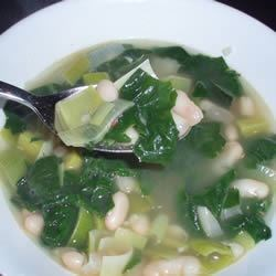 Spinach and Leek White Bean Soup Recipe - White bean soup with spinach and leeks is a delicious and filling soup that is perfect for vegetarians if you use vegetable broth, and quick to make. I've been making this soup for years, but I really craved it when I was pregnant with my fourth child.