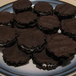 Gloreo Cookies Recipe - Make your own 'oreo' cookies!