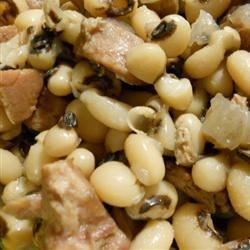 Dave's Georgia Black Eyed Peas Recipe - Soak some black-eyed peas overnight and then cook low and slow with bacon, onion, and ham for some southern-style eatin'. It's a lucky dish to eat on New Year's Day.
