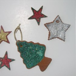Non-Edible Cinnamon Dough Recipe - Sweet-smelling Christmas tree cookie ornaments. They can be made to look like little gingerbread men.