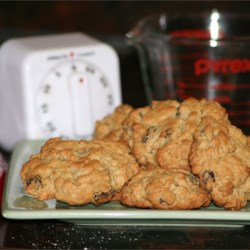 Oatmeal Drop Cookies Recipe - This recipe makes a big batch of cinnamon oatmeal raisin cookies. Chewy raisins and crunchy walnuts compliment the flavors.