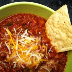Flatlander Chili Recipe - This is a good red bean and ground beef chili with lots of chili powder and plenty of herbs!