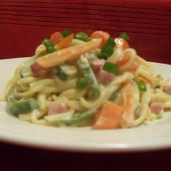 Creamy Pasta Primavera Recipe - Rich and creamy, very yummy for the tummy!  Serve with garlic toast!