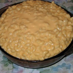 Creamy Macaroni and Cheese Recipe - Macaroni and cheese is perfect supper food. It's a kids' favorite, and adults like it too. My recipe is simple and almost as quick as the boxed variety.
