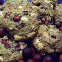 Cranberry Oatmeal Cookies Recipe - A crispy chewy cookie my mom used to make when I lived in Oregon.  Dried cranberries are also divine in this.