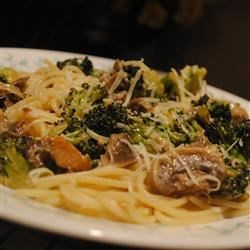 Spaghetti with Broccoli and Mushrooms