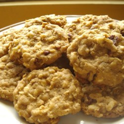 White Chocolate Chip Oatmeal Cookies Recipe - These cookies are absolutely the best!! They really should be named disappearing cookies because they won't stay around long. Set your timer,  these cookies are best when they are lightly browned.