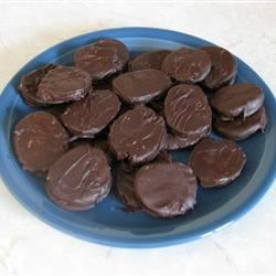 Thin Mint Cookies Recipe - If you love chocolate and mint you are sure to love this homemade version of the Girl Scout Cookies.