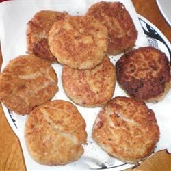 Manuela's Fish Cakes Recipe - Salmon and halibut fish cakes, messy to make but worth it.