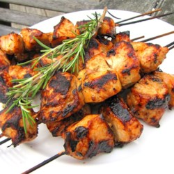Rosemary Ranch Chicken Kabobs Recipe and Video - This rosemary ranch chicken recipe is so delicious, tender, and juicy the chicken will melt in your mouth.  Even the most picky eater will be begging for the last piece.