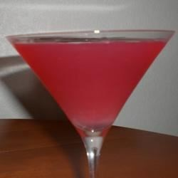 Trim Raspberry Martini Recipe - A delicious cocktail, with all the taste of a mixed drink, but significantly fewer calories.