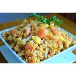 Shrimp Fried Rice II Recipe - Fried rice with shrimp, green onions, egg, soy sauce and bean sprouts. Works well with left-over cooked rice.