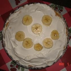 Banana Pie Recipe - This is a no-bake pie with cream cheese and pudding. Any flavor pudding may be used for this pie.