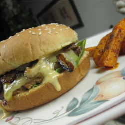 Burger with caramalized onions and a spicy-sweet mayo