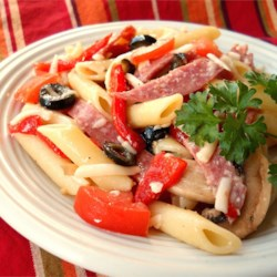 Kathy's Delicious Italian Pasta Salad Recipe - This  delicious pasta salad is always a big hit at parties and it's so easy  to make.  Everyone is always asking me for the recipe.  Try it for  yourself with the pasta of  your choice.