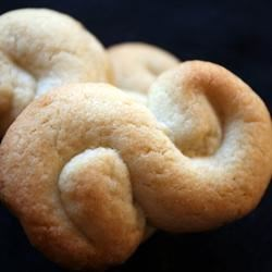 Greek Butter Cookies Recipe - When I was little I used to live next to a Greek family, who would make these cookies year round, and give tins of them to neighbors around Christmas.
