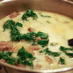 Toscana Soup Recipe - This soup is sure to warm your bones on a chilly night and won't leave you hungry.  Potatoes, sausage and kale are simmered in chicken broth and cream, with onions and garlic.