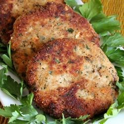 Oregon Salmon Patties Recipe - Excellent recipe for canned or fresh salmon patties.  This recipe is from the Oregon coast.