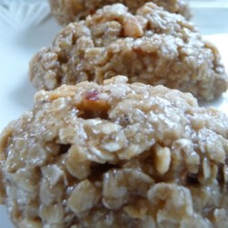 Peanut Butter and Honey No-Bake Cookies Recipe - These are a delicious, creamy, and chocolate-free version of a no-bake cookie.