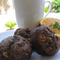 Fudgey Peanut Butter Chip Muffins Recipe - Delicious fudgey muffins filled with peanut butter.