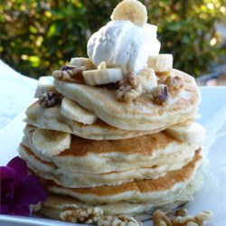Banana Pancakes I Recipe - Crowd pleasing banana pancakes made from scratch. A fun twist on ordinary pancakes.