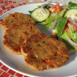 Super Easy Salmon Cakes Recipe - This simple mixture of salmon, green onions and crushed crackers is easy to prepare!