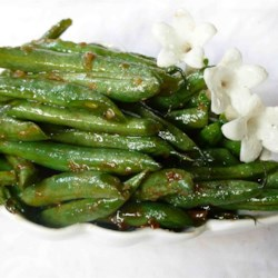 Oriental Green Bean Salad Recipe - Spicy and tasty come to mind. Ginger, garlic and crushed red chilies are cooked in a bit of oil and then green beans are tossed in. That cooks for a few minutes and then soy and oyster sauce are added. When the sauce thickens, it 's time to serve.
