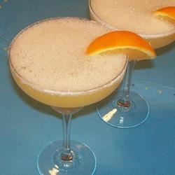 A Fantastic Margarita Recipe - My husband was a bartender for a trendy restaurant when we met.  Here's one of his home versions! Garnish with a lime wedge or an orange wedge.
