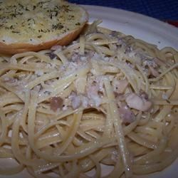 Clam Sauce with Linguine Recipe - This is a super fast and easy recipe. One of my favorites. Linguine is tossed with a buttery clam and mushroom sauce. Fettuccine can also be used. Tastes even better with fresh baked rolls or French bread and a garden salad.