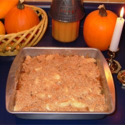 Apple Maple Crumble Pie Recipe - Apples in maple syrup baked with an oaty brown sugar topping.