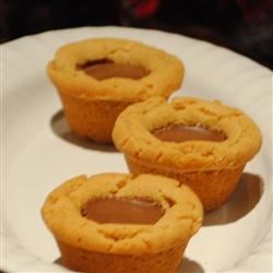 Peanut Butter Tarts Recipe - If you are a peanut butter lover be sure to try these! You will need a mini muffin pan.