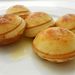 Buttery Milk Syrup Recipe - Creamy tasting syrup that's great when poured over cakes with fruit.