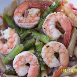 Elegant Penne with Asparagus and Shrimp Recipe - This is a healthy, hearty, yet elegant recipe that is good enough for guests. It is also very easy and can be made with little notice. With low-carb pasta this can a good low-carb meal idea.
