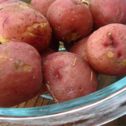 Screaming Potatoes Recipe - This sounds like such a simple recipe that many people pass it up ...DON'T! Cooking new potatoes this way makes them taste wonderful, especially with gobs of fresh butter. You must have a cast iron pan to do this. The stove-top browning makes the skins crunchy and out of this world.