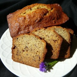 Quick Mix Banana Nut Bread Recipe - This recipe calls for the bananas to be sliced, not mashed, so you'll get tasty morsels of banana throughout the bread!