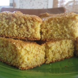 Excellent and Healthy Cornbread Recipe - This cornbread recipe contains no oil and tastes very, very good. Serve warm with honey, butter or margarine.