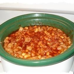 Slow Cooker Baked Beans Recipe - For those who love to do it themselves, here's a terrific recipe for genuine baked beans - and it's so easy to make! Soak white beans and then pop them into your slow cooker with ham hocks, onion, brown sugar, maple syrup, ketchup and mustard.