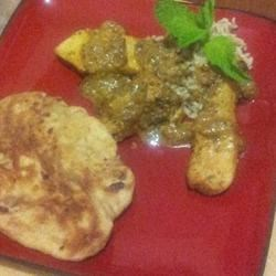 Hara Masala Murgh Recipe - This is a very flavorful and fresh-tasting recipe for chicken with fresh herbs. It is a welcome change from heavily spiced chicken curries. This curry tastes great with plain cooked rice or jeera (cumin) rice.