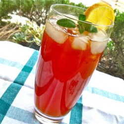 Lemon Mint Iced Tea Recipe - This refreshing iced tea is the perfect drink to serve at all your summertime parties. You can even make it in advance and keep it chilled in the refrigerator.