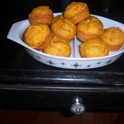 Easy Pumpkin Muffins Recipe - Enjoy this great pumpkin muffin recipe. These muffins stay very moist and fresh for at least a week. They taste good even when frozen and defrosted.