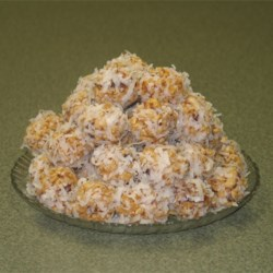 Coconut Date Balls Recipe - An easy no bake ball cookie with crispy rice cereal, dates and coconut.