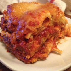 Slow Cooker Lasagna Recipe - Start with a skillet and finish with a slow cooker. A saute of onion, garlic and ground beef is simmered with tomato and oregano, then layered in a slow cooker with raw lasagna noodles and a creamy blend of cottage cheese, Parmesan and mozzarella.