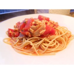 Quick Clam Sauce Recipe - Tomato and clam sauce with garlic and parsley.