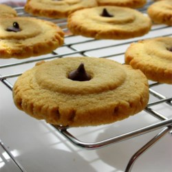 Chewy Peanut Butter Cookies Recipe - These cookies can be crisp, or chewy.  If you want them crisp, leave out the eggs in the recipe.